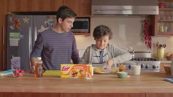 EGGO Waffles TV Spot, 'Regla EGGO No. 94: Brothers' [Spanish] - Thumbnail 2
