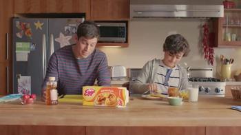 EGGO Waffles TV Spot, 'Regla EGGO No. 94: Brothers' [Spanish] - Thumbnail 3