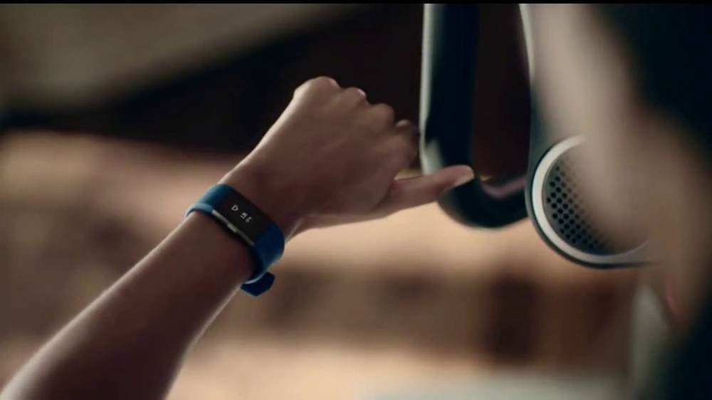 Academy Sports + Outdoors TV Commercial, 'Precios garantizados: Fitbit'