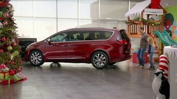 Chrysler 2016 Big Finish Event TV Spot, 'PacifiKids: Stowing & Screens' [T2] - Thumbnail 1