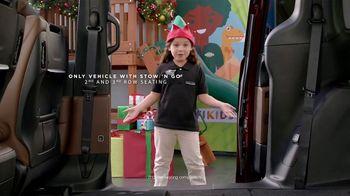 Chrysler Big Finish Event TV Spot, 'PacifiKids: Stowing & Screens' [T2] - Thumbnail 3