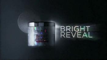 L'Oreal Bright Reveal Peel Pads TV Spot, 'Exfoliate' Feat. Jennifer Lopez - Thumbnail 4