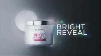 L'Oreal Bright Reveal Peel Pads TV Spot, 'Exfoliate' Feat. Jennifer Lopez - Thumbnail 5