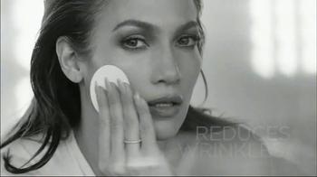 L'Oreal Bright Reveal Peel Pads TV Spot, 'Exfoliate' Feat. Jennifer Lopez - Thumbnail 6