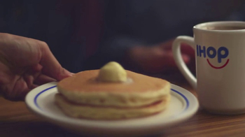 IHOP All You Can Eat Pancakes TV Spot, 'Stretchy Pants' - Thumbnail 8