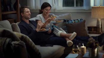 Papa Murphy's Tuscan Chicken & Sausage Pizza TV Spot, 'Comfy Spot' - Thumbnail 4