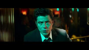 Heineken TV Spot, 'The Look' Featuring Benicio del Toro, Song by Donovan - Thumbnail 3