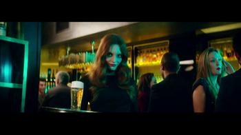 Heineken TV Spot, 'The Look' Featuring Benicio del Toro, Song by Donovan - Thumbnail 5