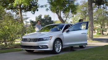 Volkswagen TV Spot, 'Las advertencias de Mamá' [Spanish] - Thumbnail 1