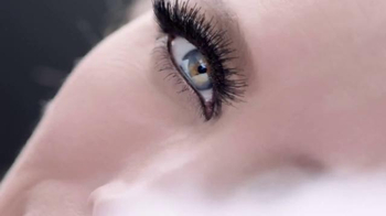 Maybelline New York Lash Sensational Luscious TV Spot, 'Full-Fan Effect' - Thumbnail 2