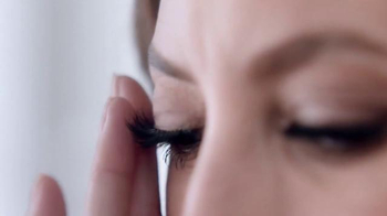 Maybelline New York Lash Sensational Luscious TV Spot, 'Full-Fan Effect' - Thumbnail 7
