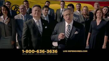Los Defensores TV Spot, 'Accidente de auto' [Spanish] - Thumbnail 9