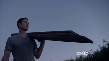 Weebly TV Spot, 'Paige and Chris: The Fence Framers' - Thumbnail 7