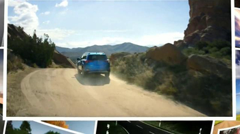 2016 Toyota RAV4 Hybrid TV Spot, 'Fiesta en la piscina' [Spanish] - Thumbnail 10