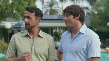 2016 Toyota RAV4 Hybrid TV Spot, 'Fiesta en la piscina' [Spanish] - Thumbnail 7