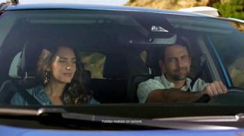 2016 Toyota RAV4 Hybrid TV Spot, 'Fiesta en la piscina' [Spanish] - Thumbnail 8