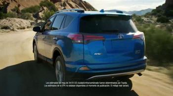 2016 Toyota RAV4 Hybrid TV Spot, 'Fiesta en la piscina' [Spanish] - Thumbnail 9