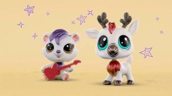 Littlest Pet Shop Pets TV Spot, 'Shimmer & Glimmer' - Thumbnail 5