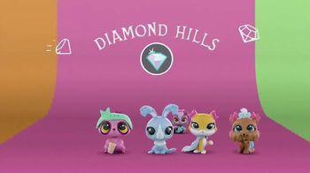 Littlest Pet Shop Pets TV Spot, 'Shimmer & Glimmer' - Thumbnail 7