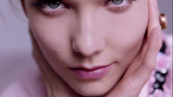 L'Oreal Paris True Match Lumi Cushion TV Spot, 'Tap Tap' Ft. Karlie Kloss - Thumbnail 6