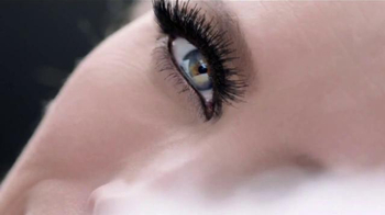 Maybelline New York Lash Sensational Luscious TV Spot, 'Abanico' [Spanish] - Thumbnail 2