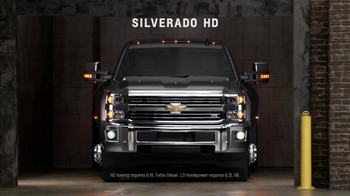 Chevrolet Holiday Bonus Tag TV Spot, 'Best in Class: Motor Trend Award' - Thumbnail 5