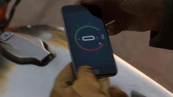 Apple iPhone 6s TV Spot, 'Ridículamente poderoso' con Jon Favreau [Spanish] - Thumbnail 2