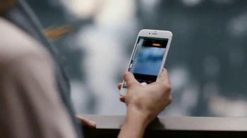 Apple iPhone 6s TV Spot, 'Ridículamente poderoso' con Jon Favreau [Spanish] - Thumbnail 3