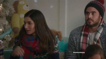 Old Navy TV Spot, 'Compra regalos' con Judy Reyes y Fred Armisen [Spanish] - Thumbnail 9