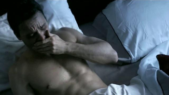 Next Nighttime Cold & Flu Relief TV Spot, 'Reparador del sueño' [Spanish] - Thumbnail 2