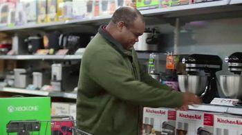 Walmart TV Spot, 'Eleventh-Hour Shopper' Featuring Craig Robinson - Thumbnail 6
