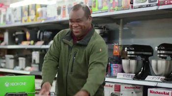 Walmart TV Spot, 'Eleventh-Hour Shopper' Featuring Craig Robinson - Thumbnail 7