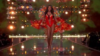 Victoria's Secret TV Spot, '2015 Fashion Show Bag' - Thumbnail 5