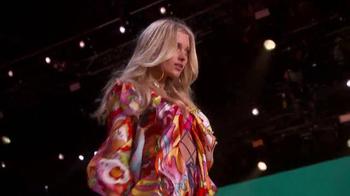 Victoria's Secret TV Spot, '2015 Fashion Show Bag' - Thumbnail 6