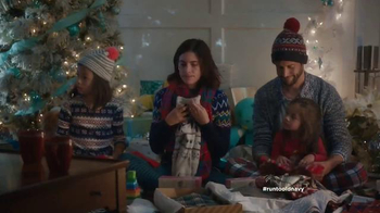 Old Navy TV Spot, 'Double the Gifts!' Feat. Carrie Brownstein, Fred Armisen - Thumbnail 8