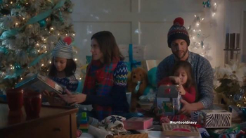 Old Navy TV Spot, 'Double the Gifts!' Feat. Carrie Brownstein, Fred Armisen - Thumbnail 5
