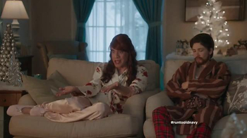 Old Navy TV Spot, 'Double the Gifts!' Feat. Carrie Brownstein, Fred Armisen - Thumbnail 7