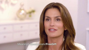 Meaningful Beauty TV Spot, 'Age Gracefully' Featuring Cindy Crawford - Thumbnail 9