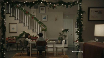 Old Navy TV Spot, 'Mesa de niños' con Judy Reyes y Fred Armisen [Spanish] - Thumbnail 1