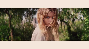 DKNY Fragrances Be Delicious TV Spot, 'Eva' canción de TeamMate [Spanish] - Thumbnail 4