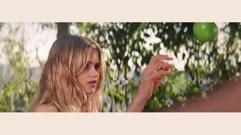 DKNY Fragrances Be Delicious TV Spot, 'Eva' canción de TeamMate [Spanish] - Thumbnail 5