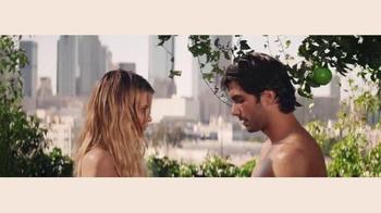DKNY Fragrances Be Delicious TV Spot, 'Eva' canción de TeamMate [Spanish] - Thumbnail 6