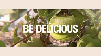 DKNY Fragrances Be Delicious TV Spot, 'Eva' canción de TeamMate [Spanish] - Thumbnail 7