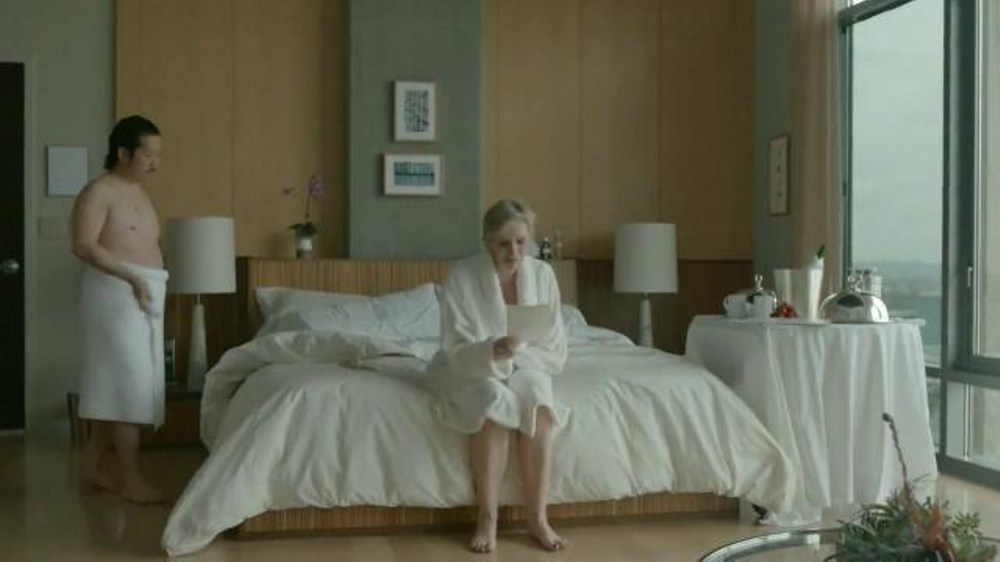 Booking.com TV Commercial, 'Romantic Escape' Featuring Jane Lynch, Bobby Lee