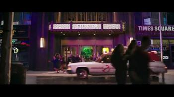 Papa John's Dual Layer Pepperoni TV Spot, 'Ghostbusters' [Spanish] - Thumbnail 3