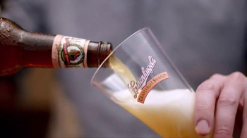 Leinenkugel's Grapefruit Shandy TV Spot, 'Lake Bar' - Thumbnail 3