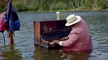 Leinenkugel's Grapefruit Shandy TV Spot, 'Lake Bar' - Thumbnail 5