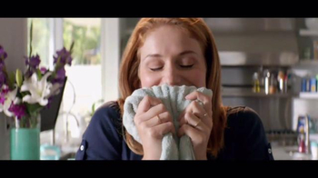 Downy Unstopables TV Spot, 'A Thousand Flowers' - Thumbnail 6