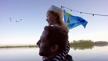 BEHR Paint Red White & Blue Savings TV Spot, 'Houseboat' - Thumbnail 6
