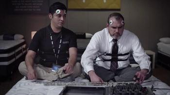 Sears TV Spot, 'Detector de mentiras' [Spanish] - Thumbnail 5